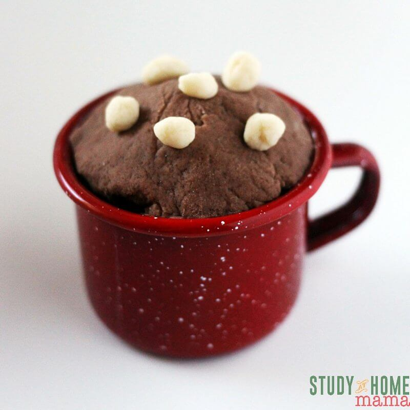 Oh yum! Hot chocolate play dough with play dough marshmallows - delicious sensory play!