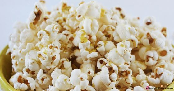 Can popcorn be a full meal? How to make a homemade cheesy popcorn that is incredibly healthy and contains many of your daily nutritional needs - an easy, healthy snack recipe that your kids will love