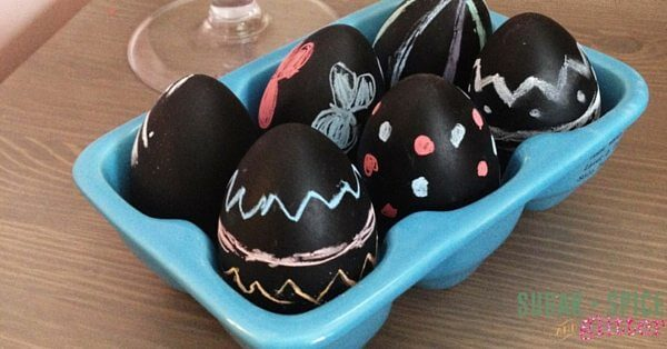 An easy Easter DIY Decor - Chalkboard Easter Eggs are an unusual way to decorate Easter eggs
