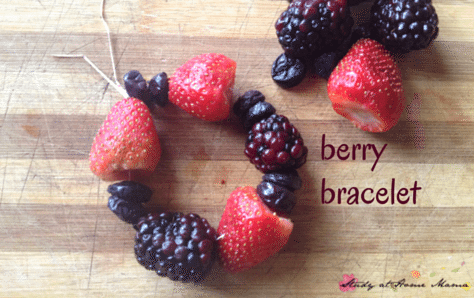 Kids Kitchen: berry bracelet - an easy and healthy snack for kids to help make