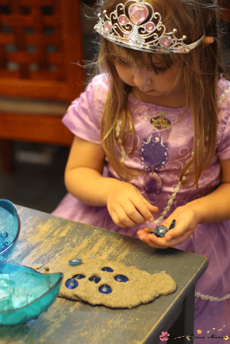 "Providing ""treasure"" along with a mermaid play dough invitation encourages children to explore early math and literacy concepts while having fun with this easy sensory activity for kids"