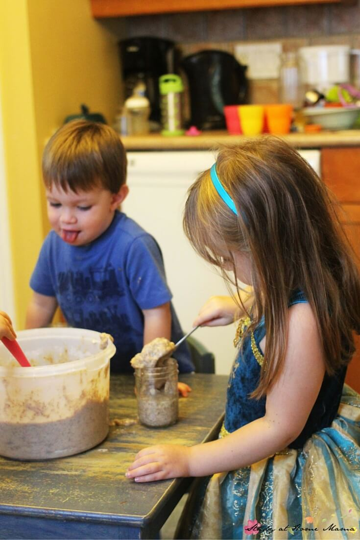 Making banana bread in a jar - the perfect kids kitchen project and homemade gift for the holidays