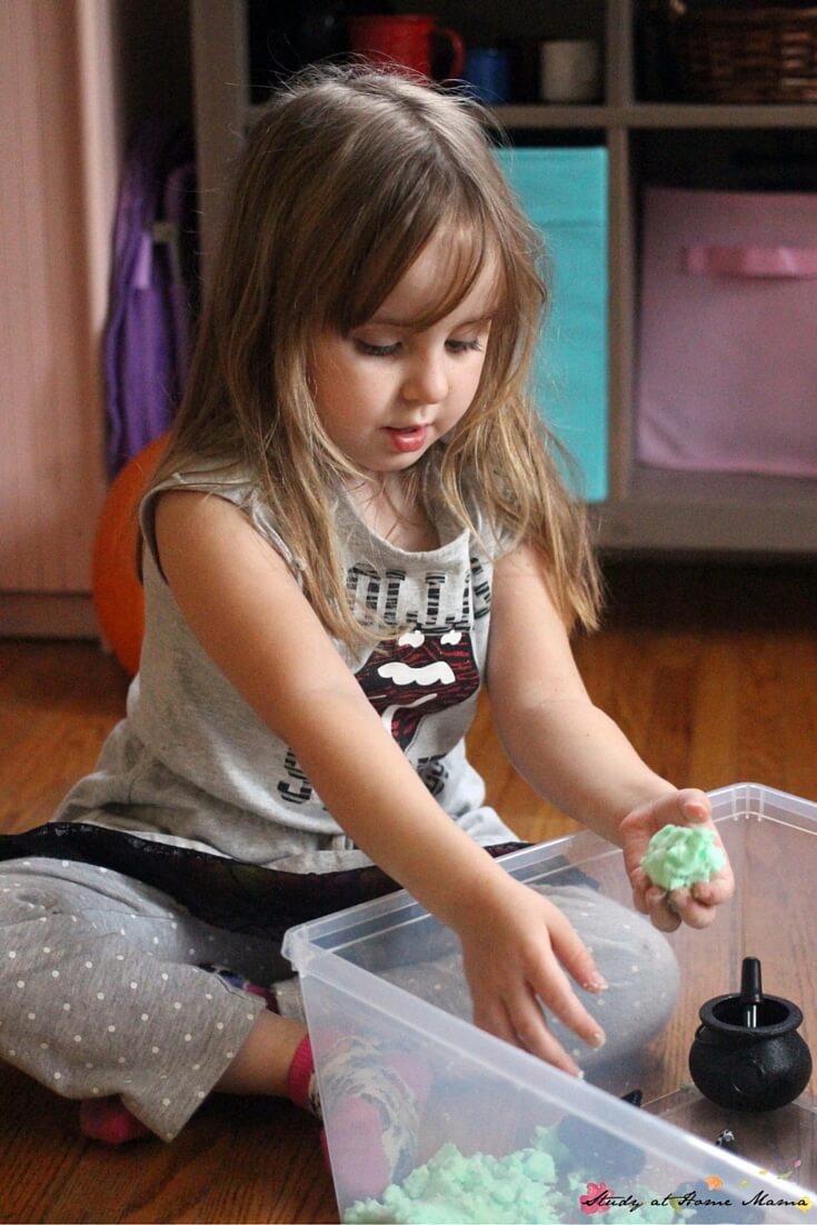 We love making baking soda play dough for some fizzy sensory play for kids