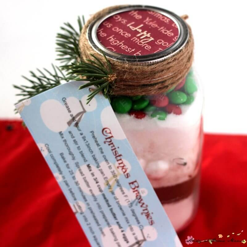 How cute is this Christmas Brownies Mason Jar Gift?