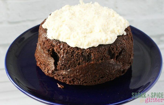 This cream egg Easter cake is incredibly easy to whip together