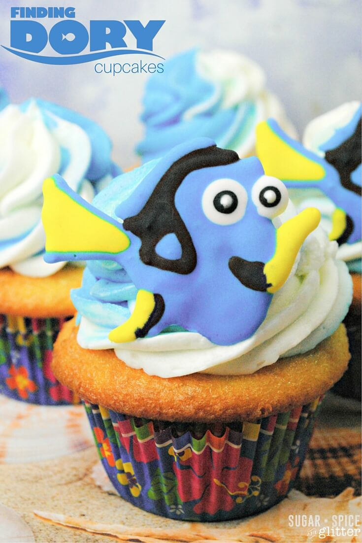 How cute are these Finding Dory Cupcakes? A step-by-step tutorial on how to make those adorable edible cupcake toppers and swirled lemon frosting