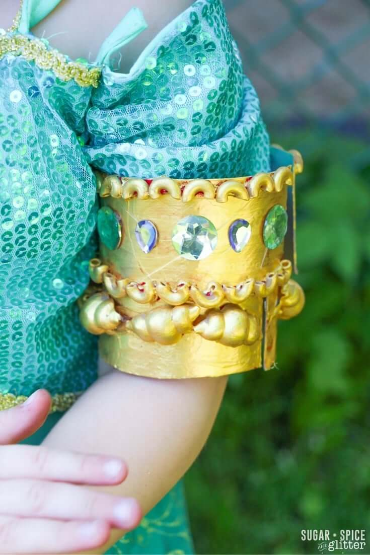 Do you have a little princess who loves to craft? This princess bracelet craft for kids is inspired by Disney's Princess Jasmine, but you could switch out the colors for any princess - or as a cute Egyptian or Arabic cultural craft.