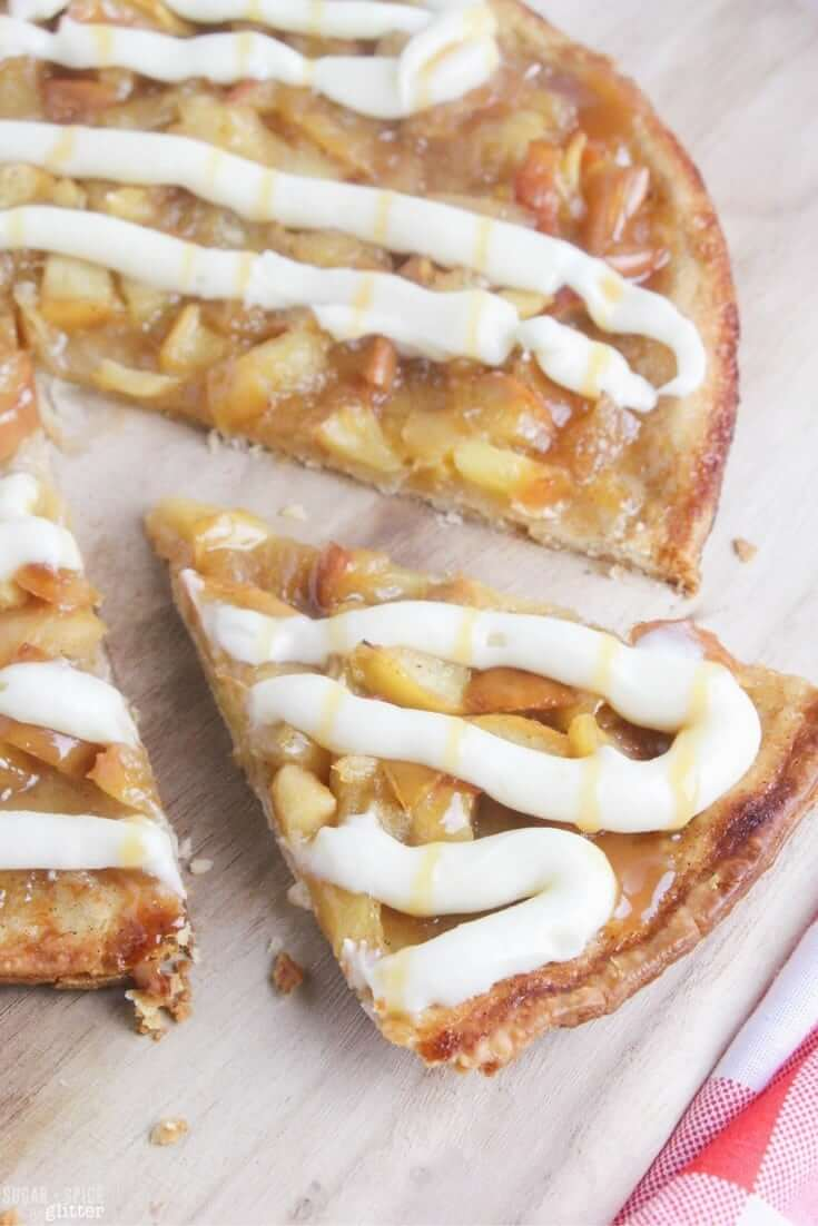 An easy & delicious fall dessert kids can make - apple pie dessert pizza