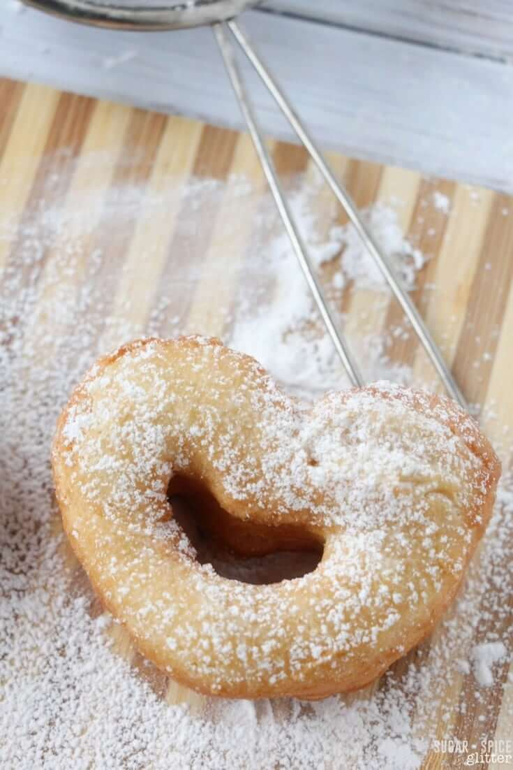 An easy recipe for homemade beignets with a romantic touch - perfect for Mardi Gras