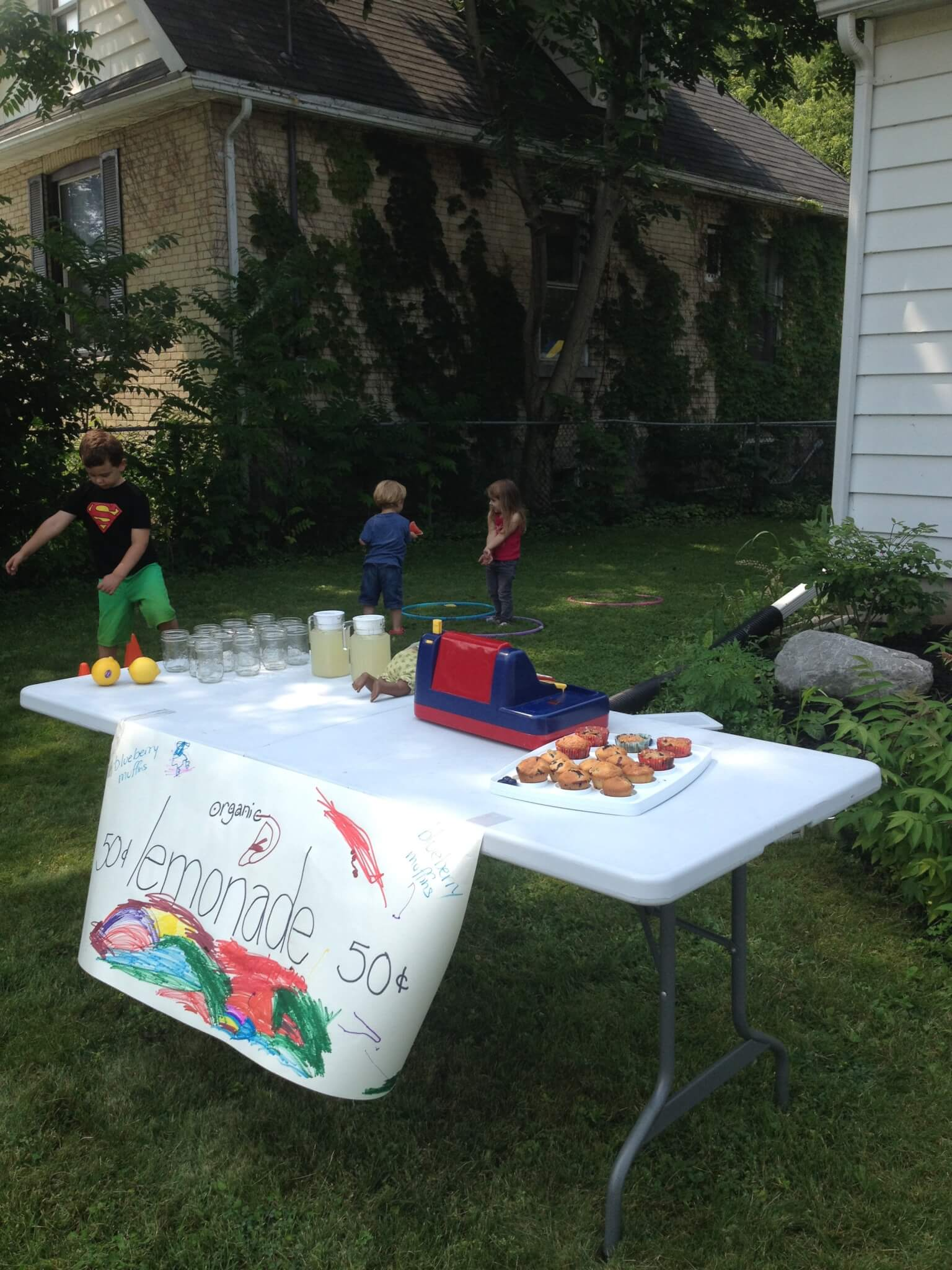 "Lemonade stand for learning the ""l"" letter sound at Sugar, Spice and Glitter #montessori"