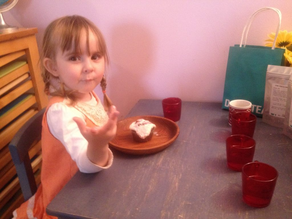 wooden plates and glass mugs #30daystoMontessori