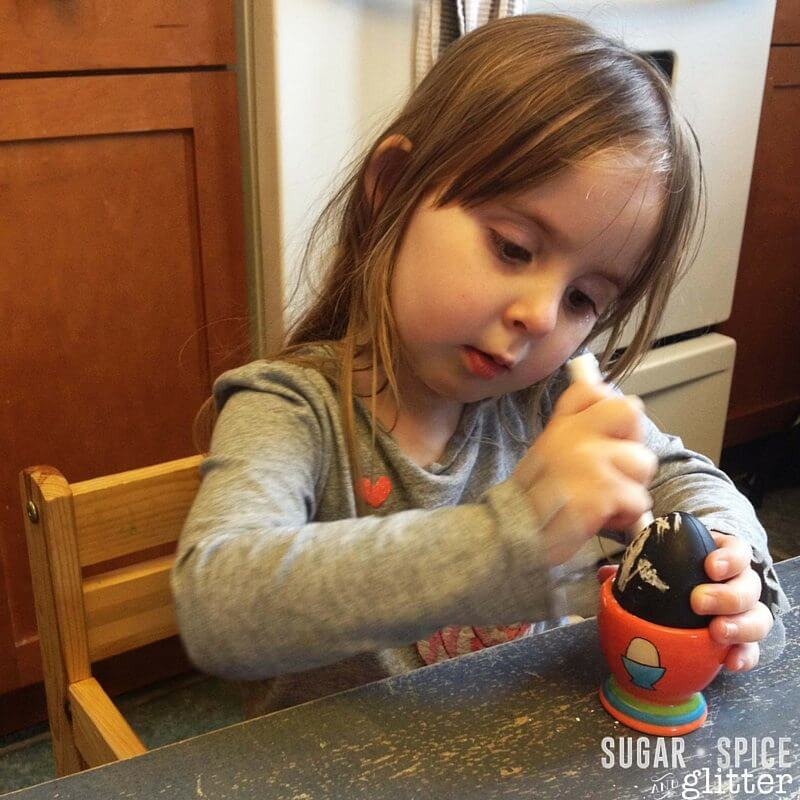 DIY chalkboard easter eggs - a kids' craft idea that can be returned to again and again