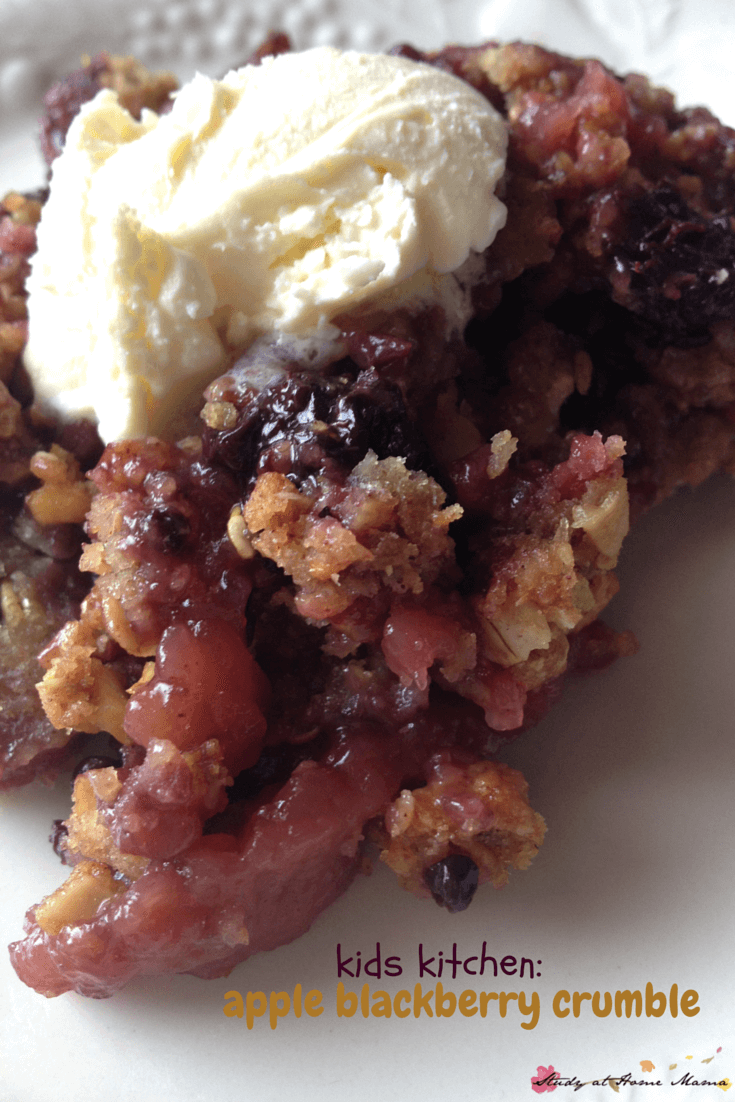Kids kitchen, an easy healthy recipe for an apple blackberry crumble that can be made in the oven or microwave!