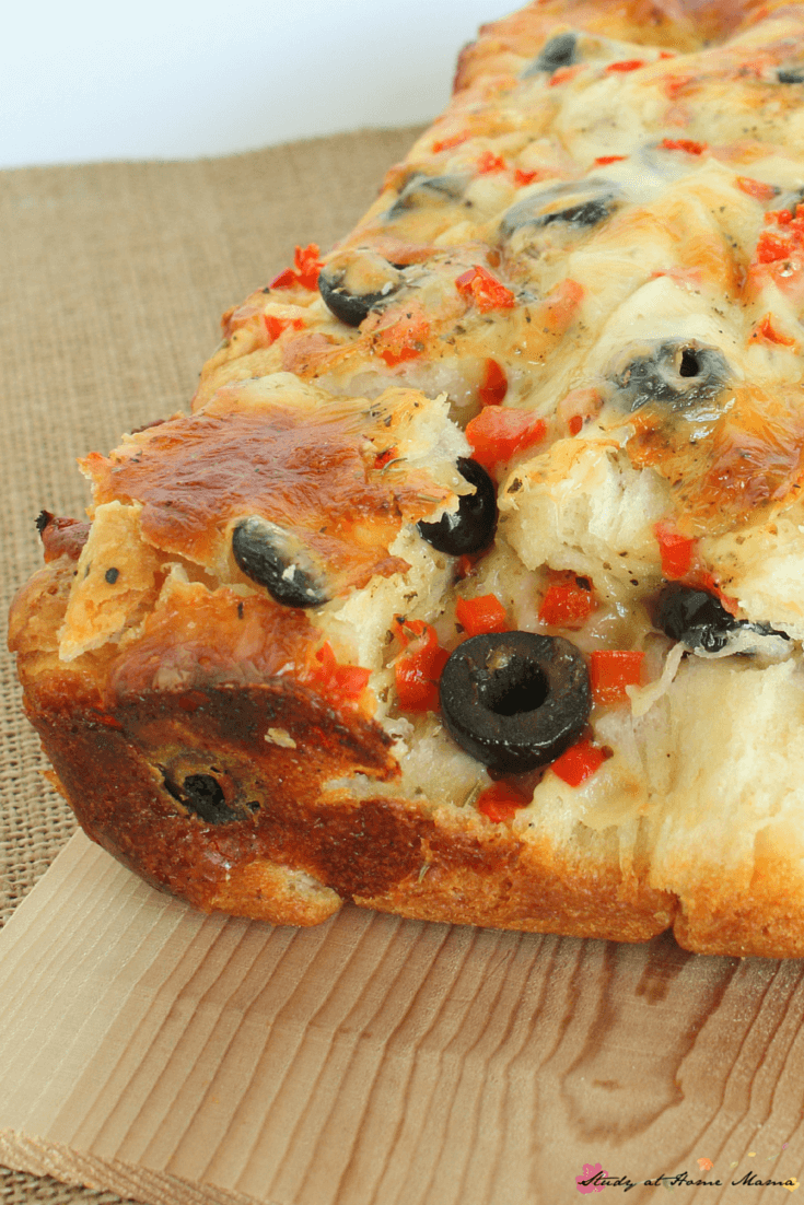 Easy Healthy Recipe for Homemade Bread: This Olive Pull-apart Loaf is an quick appetizer your whole family will love!