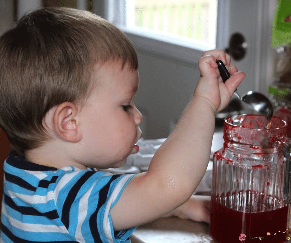 Kids can help make these easy healthy recipes for sugar-free popsicles