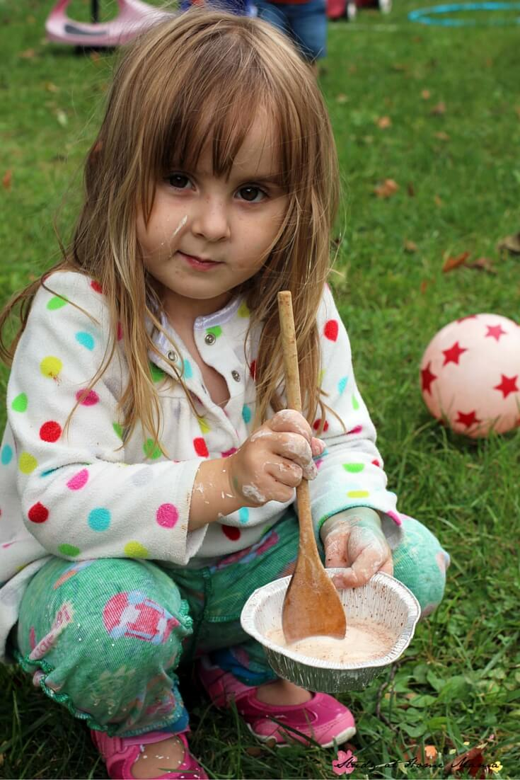 Apple Cinnamon Oobleck - a great sensory play activity to welcome the fall