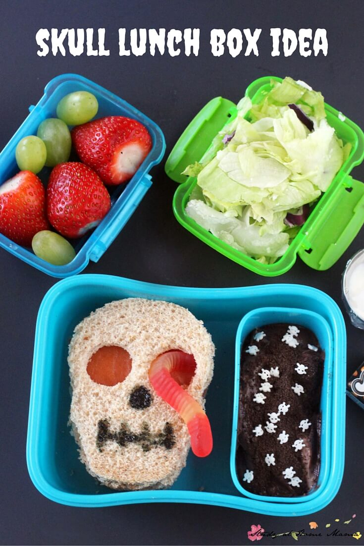 Skull lunch box idea - a spooky and funny Halloween lunch box idea that your kids will love. One of five healthy Halloween lunch box ideas