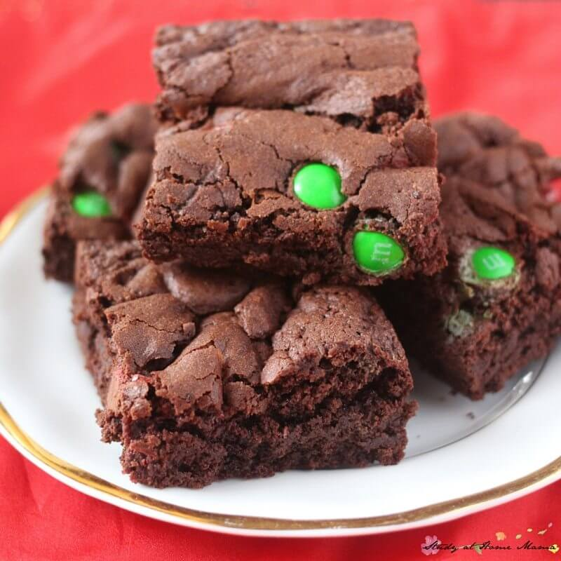 Yum! These Christmas brownies look delish - and they make the perfect holiday gift, too!