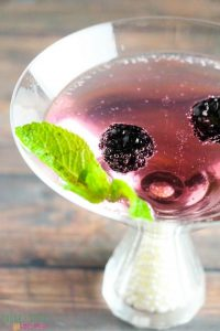blackberry-martini-with-mint-and-gingerale