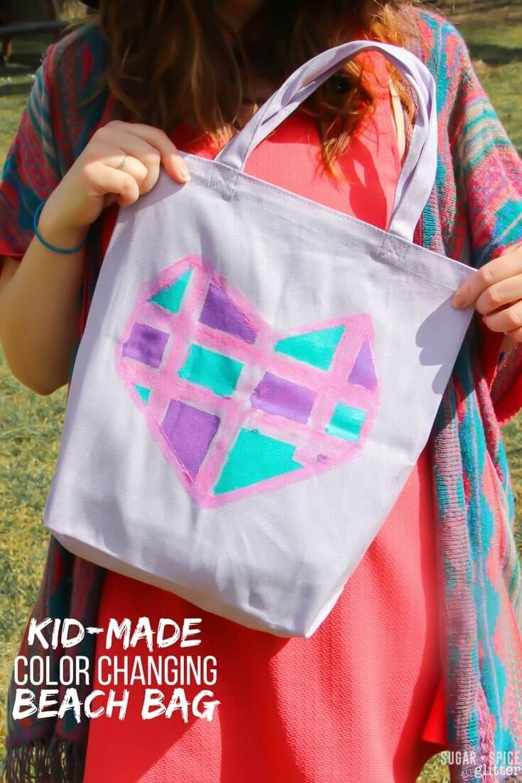 DIY Color-Changing Beach Bag kdis can make - with a printable geometric heart pattern