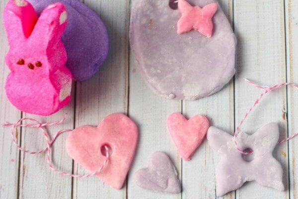 A quick and easy recipe for edible clay made with marshmallows - a fun sensory activity for Easter. Edible sensory play is great for mixed ages.