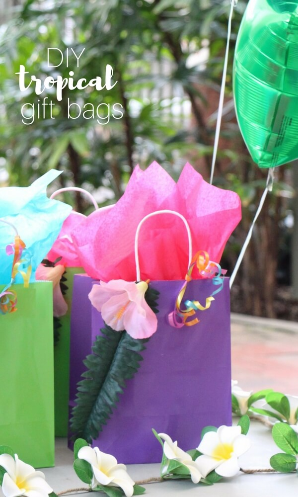 DIY Tropical Gift Bags, a quick and fun DIY gift bag for a Moana party