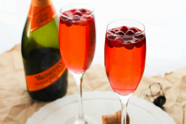 How to make a simple cranberry prosecco punch with cranberry ginger ale