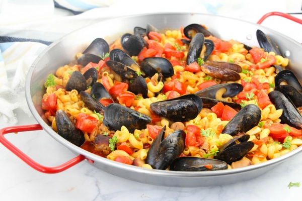 A fun twist on a classic Spanish paella, aPasta Paella featuring fresh veggies, chicken, sausage, mussels and shrimp - and a good dose of smoked paprika!