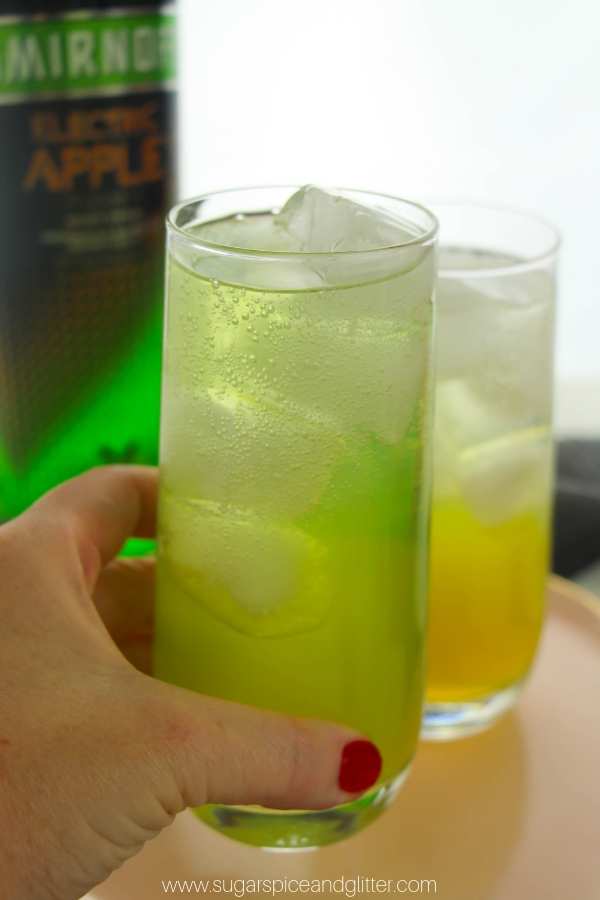 Grab our recipe for these Fizzy Apple cocktails for your next get together