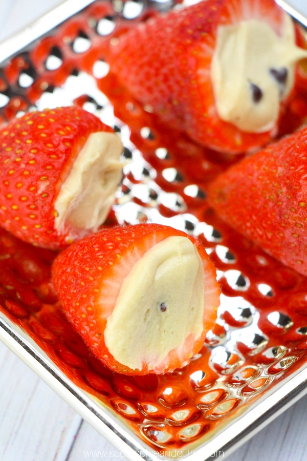 Move over chocolate covered strawberries, these Edible Cookie Dough Stuffed Strawberries are such a fun treat! Perfect for parties or family night treats